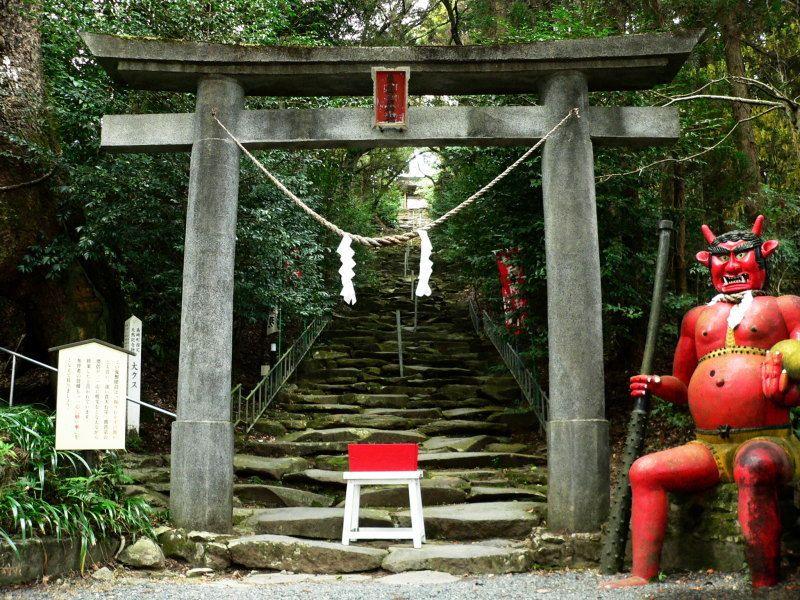 階段はきついが見どころ満載!東霧島神社