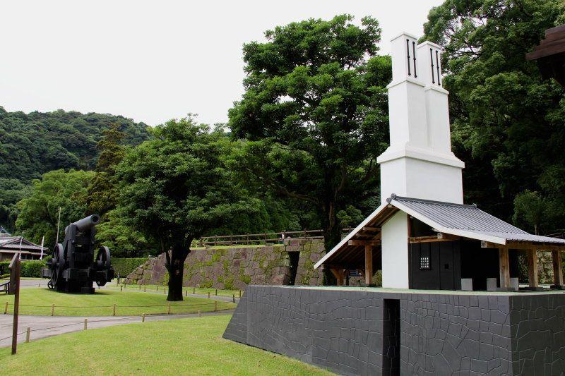 島津家の庭園名勝仙巌園内に残る「旧集成館反射炉遺構」