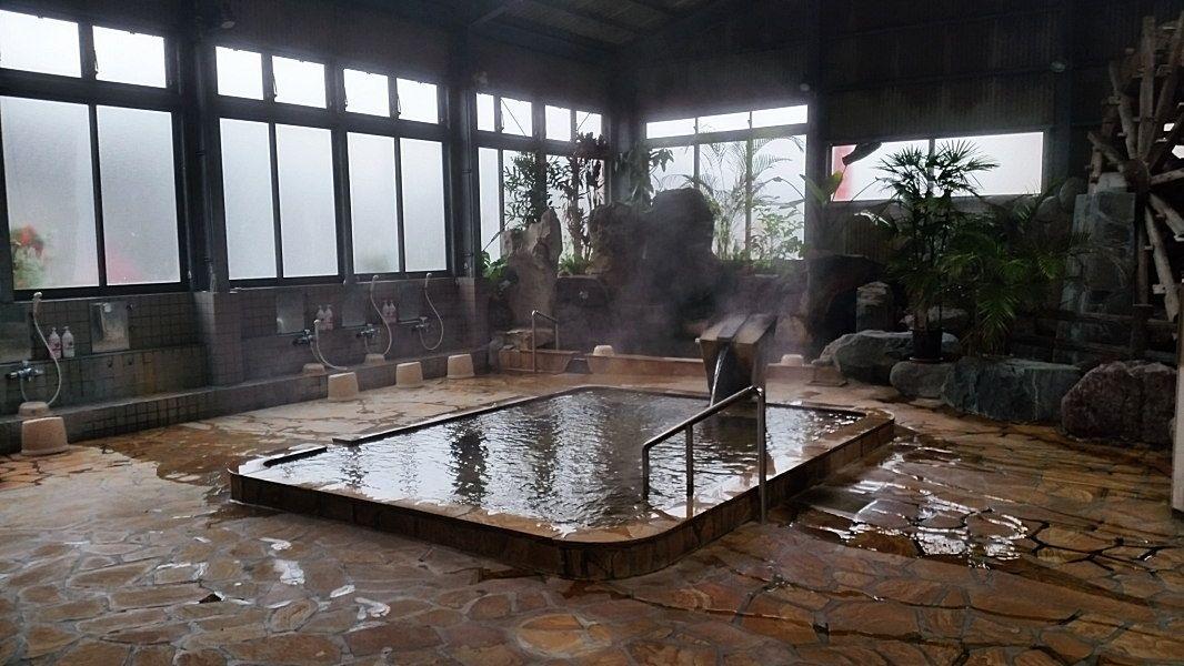 明るく開放的な大浴場はアメニティも充実!