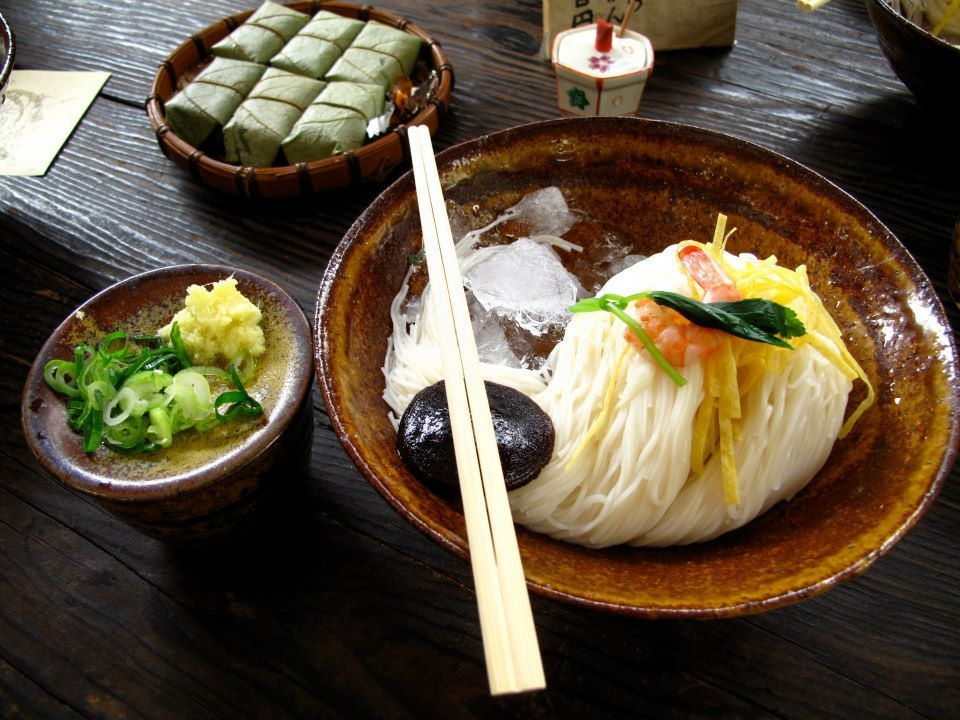 参拝後の腹ごしらえはそうめん発祥の地で「三輪素麺」を