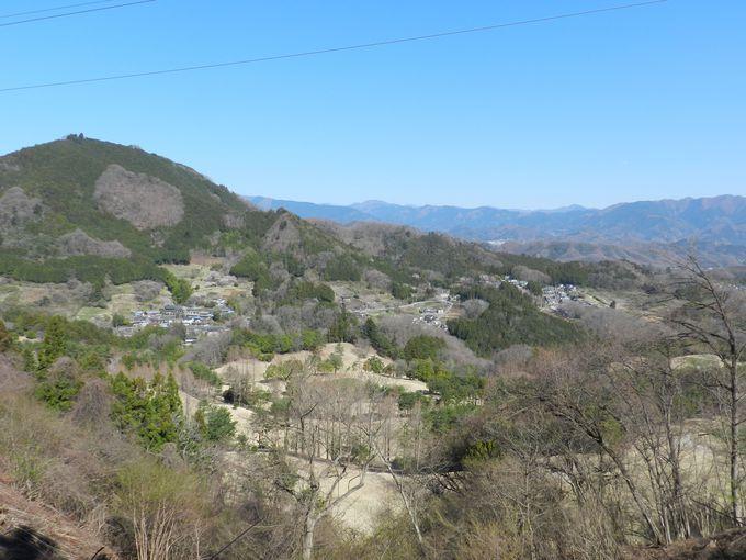 本格的なハイキングを楽しめる山。山道から望む景観美は圧巻!