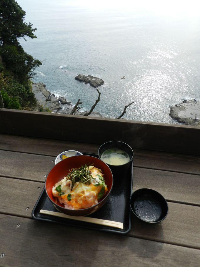 展望の美しいお食事処で、海の幸を楽しみましょう!