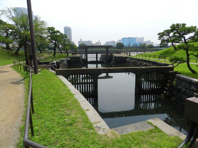 都内唯一の汽水池が広がる浜離宮で、「水」のスポットめぐり