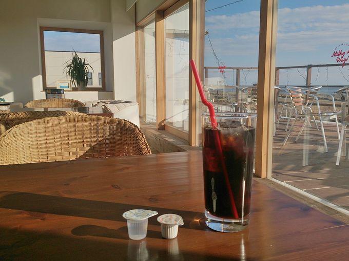 心癒されるカフェ「ミルキーウェイ」で海を見ながらひと休み