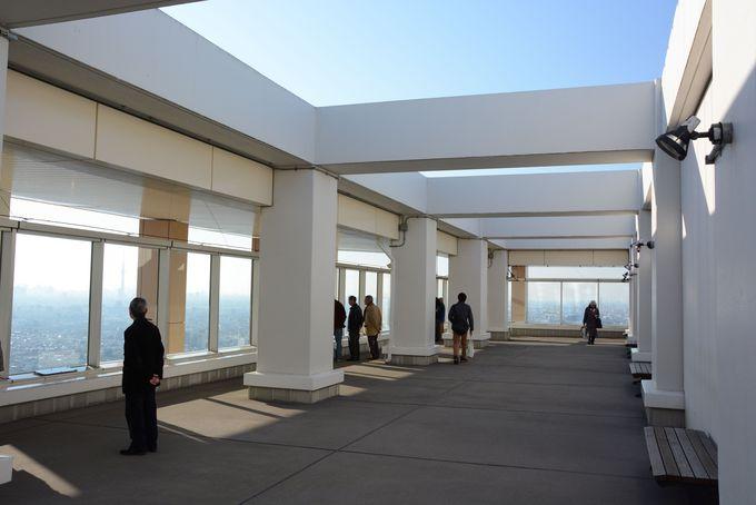 シースルーエレベーターで地上150mの展望台へ!