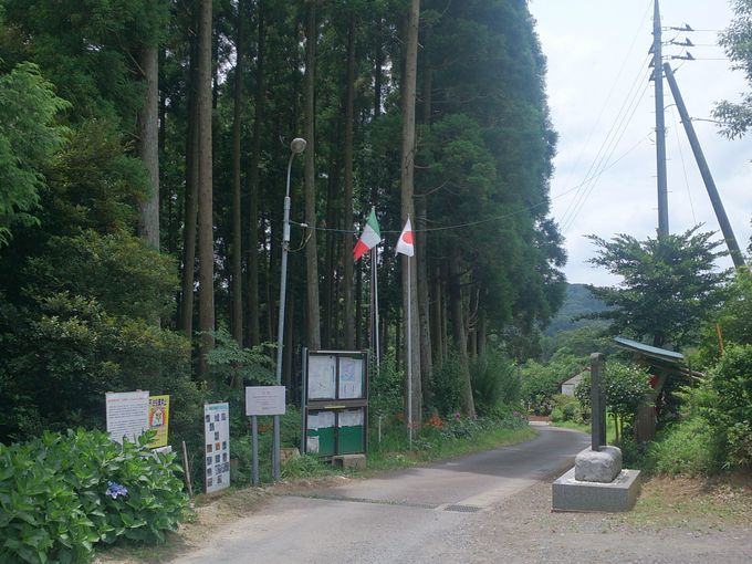 地層への入り口「田淵会館」。近くに駐車場もあります。