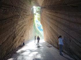 これが房総の秘境トンネル!千葉県富津市「燈籠坂切通しトンネル」