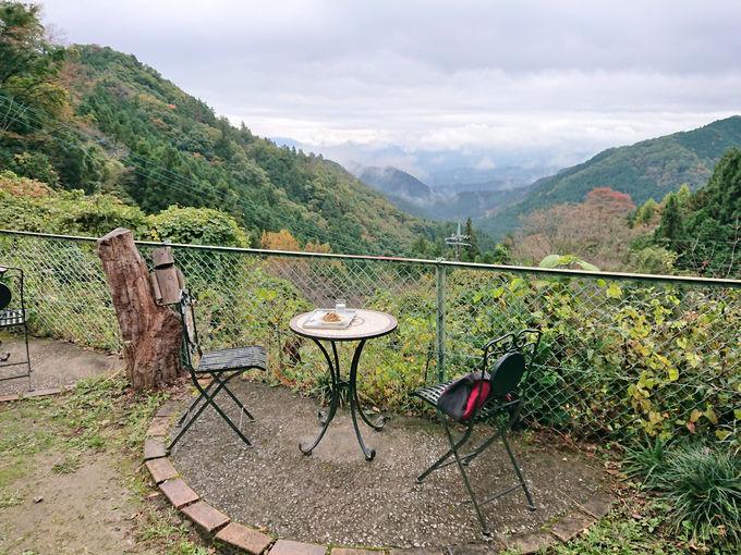 小さな廃校跡「天空の楽校」で絶景を眺めながらひと休み