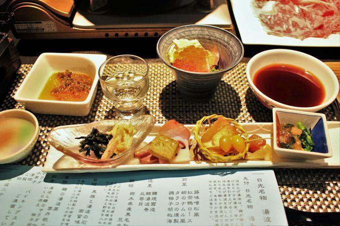 夕食は会席料理!オススメは季節で変わる湯葉会席!!ハーフバイキングにはリンゴの天ぷら?