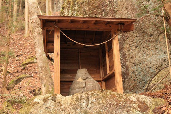 乳がんが治癒に由来する篭岩神社!子宝祈願は木の俣地蔵へ!