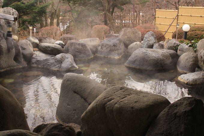 敷地内から自噴する源泉かけ流しが自慢!一軒宿「ほたるのゆ」