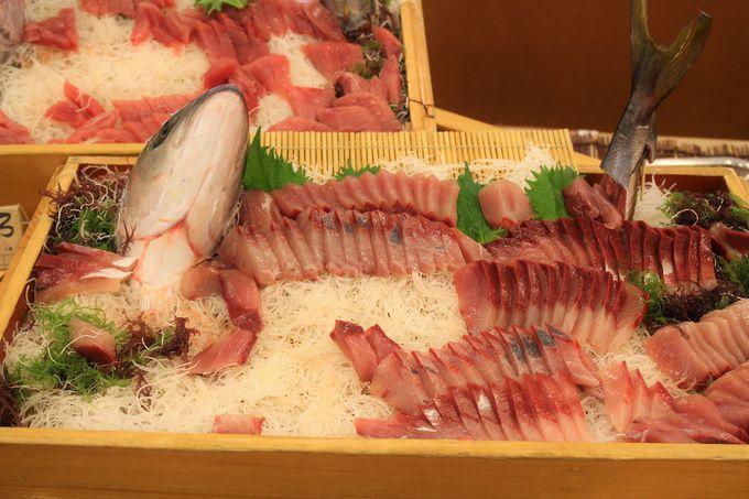 マグロやハマチの姿づくりは圧巻!旬の魚介と野菜が約40種類の夕食バイキング!!