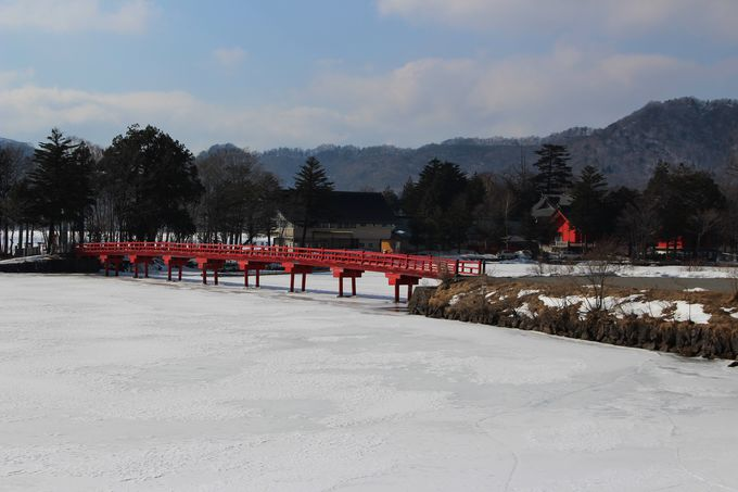 早春の赤城山は、まだ冬!全面結氷の大沼ではワカサギの氷上穴釣りで賑わう!!