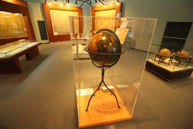 現存する最古の地球儀「マルテイン・べハイムの地球儀」に「伊能図」と貴重な古地図が展示