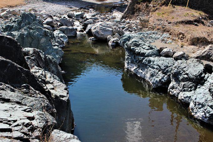 「青岩公園」「はねこし狭」「跡倉礫岩」と多様な地質が露出!