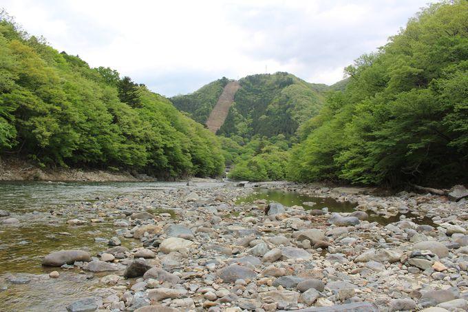 龍王峡の基盤・安山岩の紫龍峡!渓谷の始まりは緩やかな流れ