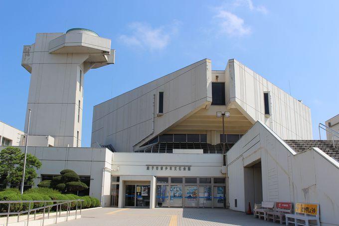 地層散策の始めは、銚子市青少年文化会館にある銚子ジオパーク展示室