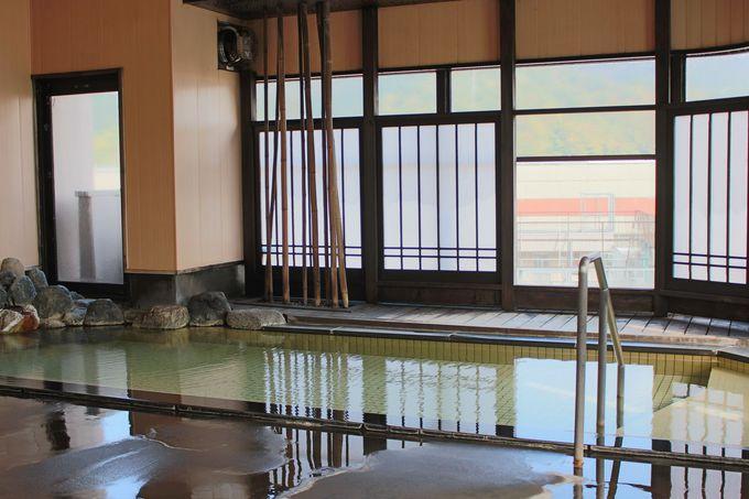 体に優しいアルカリ性単純泉!源泉かけ流しでチェックインから翌10時まで入浴可!!