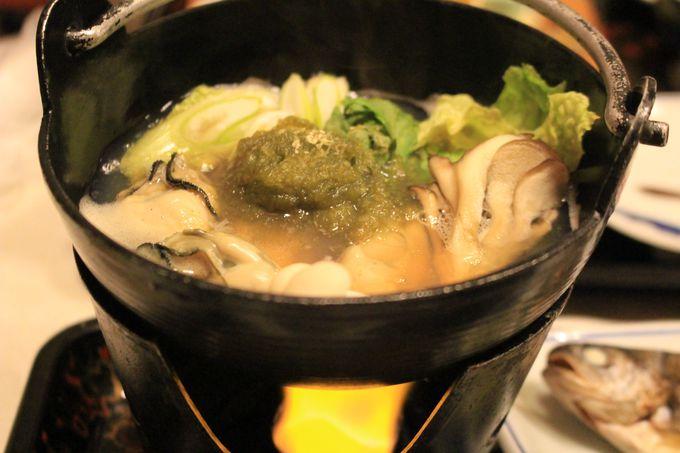 夕食は会席料理!お刺身に岩魚の塩焼き、鍋物、お酒もあります