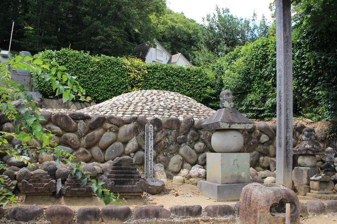 足利氏を大いに発展させた3代目義氏の墓所・法楽寺