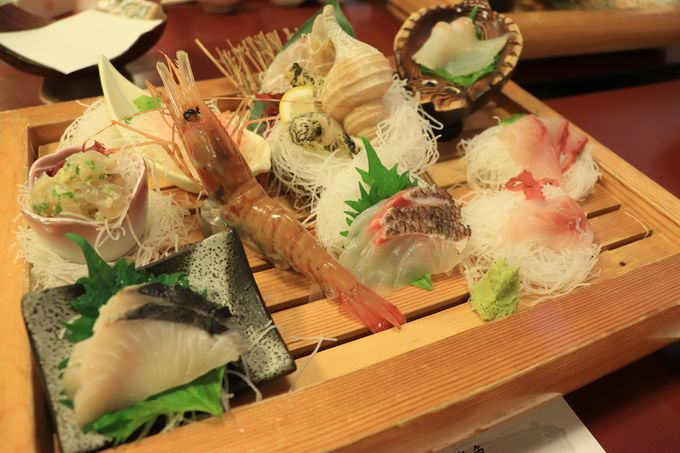 夕食は地魚満載!大盛りお刺身とあんこうどぶ汁