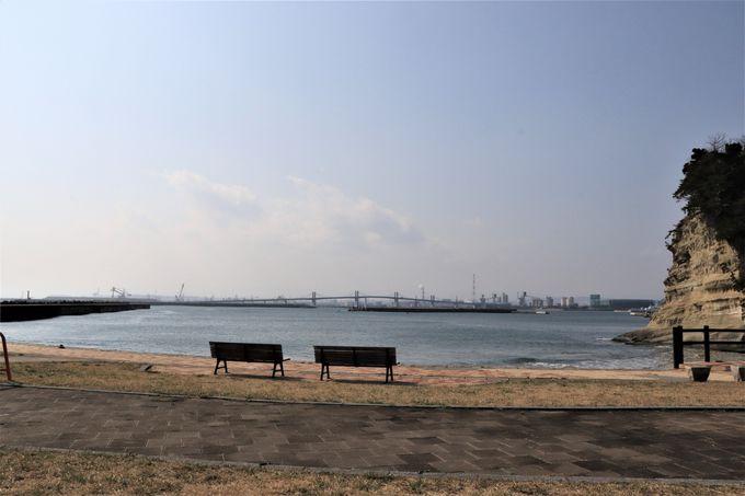 海沿いの散策が楽しい海望広場と小名浜港に面した臨海広場