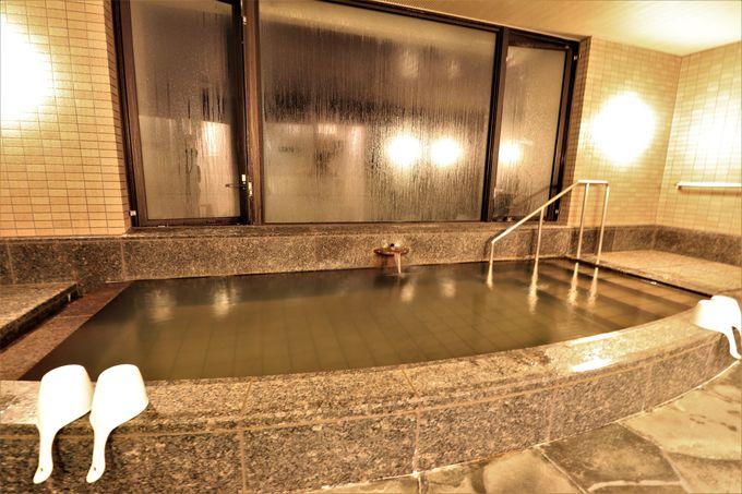 海に面した大浴場!敷地内で汲み上げる三崎温泉