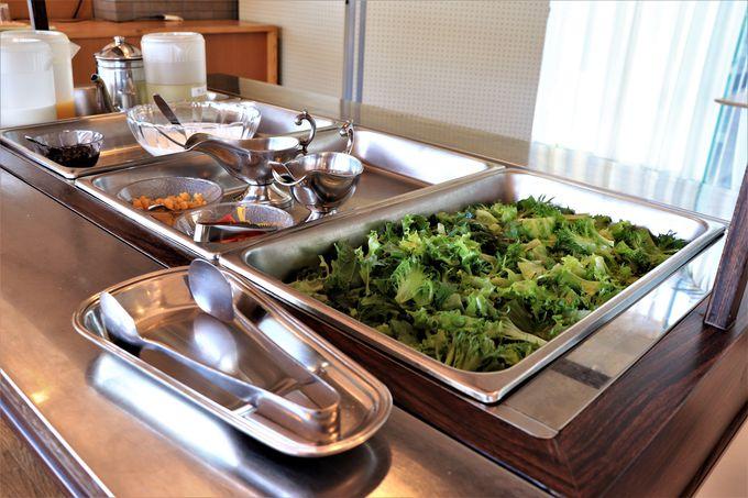 ホテル前の展望デッキや大浴場で見る朝日と美味しい朝食