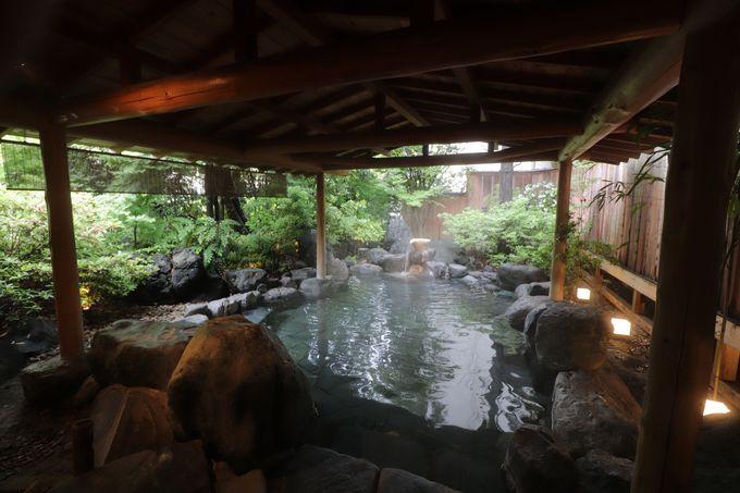 山下清画伯の壁画風呂、檜のお風呂に庭園露天風呂の大浴場