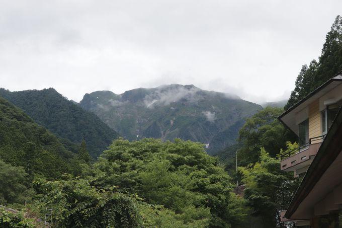 谷川岳・俎�ー(マナイタグラ)を仰ぎ見る温泉郷