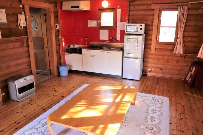 宿泊は本館客室と自炊ができるログハウスでのプチ湯治