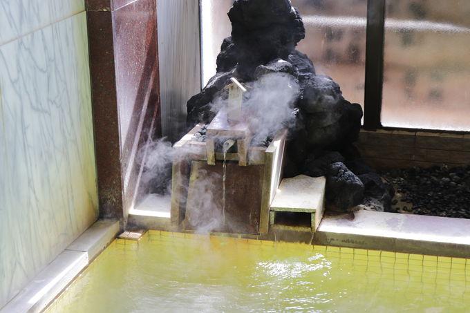自家源泉の「鏡の湯」と共同源泉の「鷹の湯」