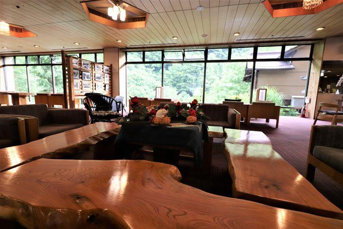 ロビーフロアから松川渓谷!コーヒーを飲みながら風景に浸る