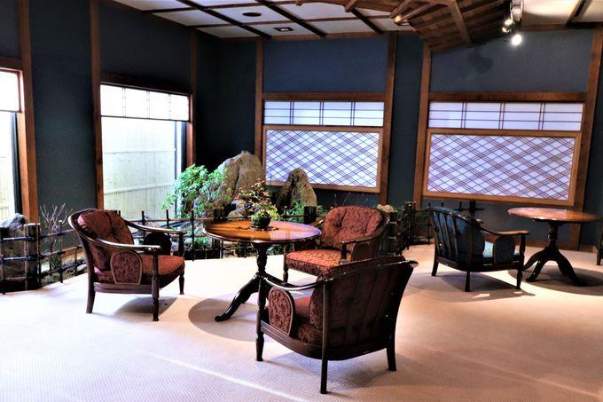 落ち着いた大人の隠れ家!和箪笥と盆栽のロビーフロア