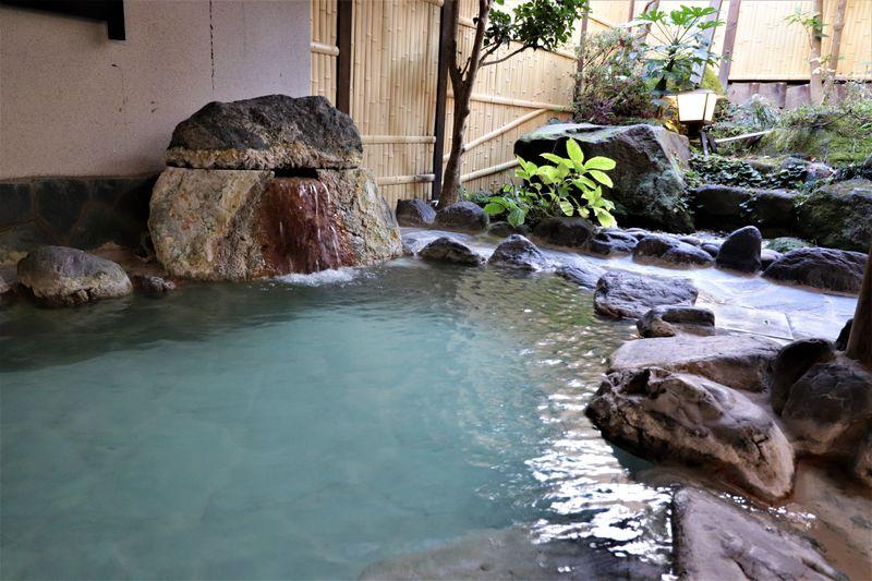 天然温泉かけ流しと和モダンな客室!福島県岳温泉「旅籠ふじ乃」