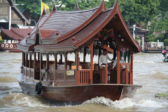 お土産をもらってレッスン終了!チャオプラヤ川を渡ります!