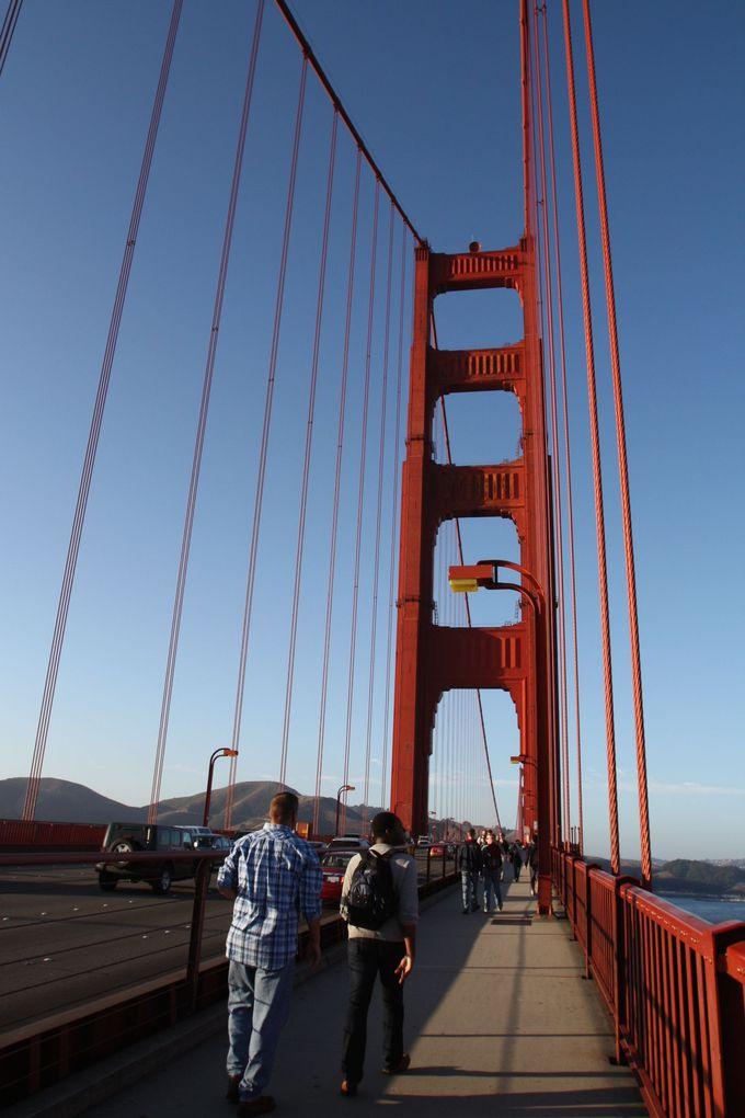 サンフランシスコ最大のシンボル!「ゴールデンゲートブリッジ」は歩いて渡ってみましょう!
