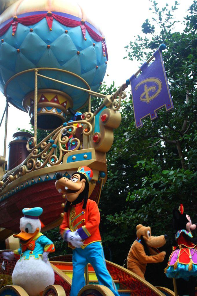 場所取りも楽勝!香港ディズニーならではのパレードを間近で!
