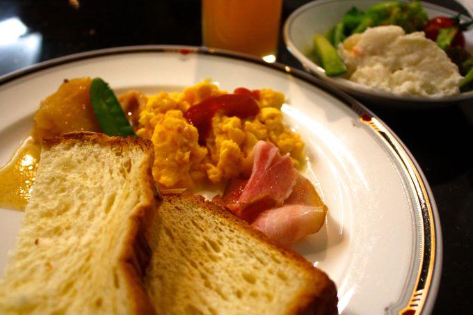 朝食も長崎を一望できるレストランで