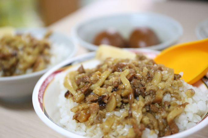 子供も好きな味!中正記念堂近くの名店「金峰魯肉飯」と「青島豆漿店」で朝食を