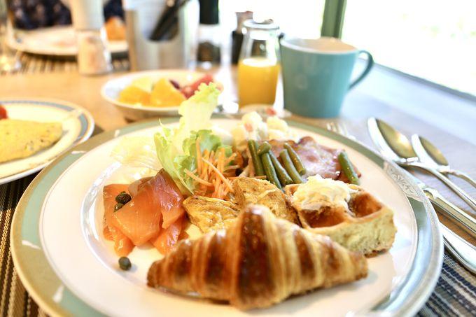 和食から洋食まで豊富なメニューの朝食