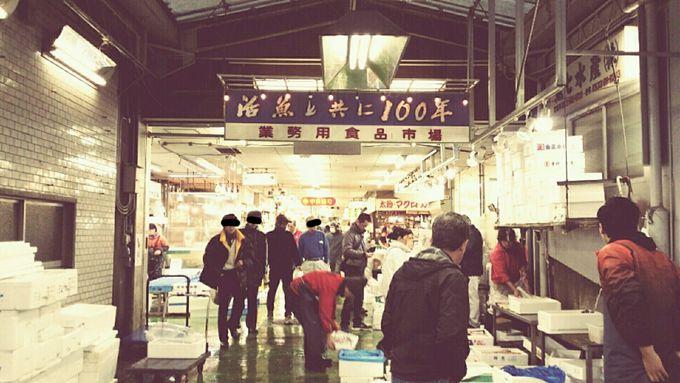 週末には社長自らガイドを務める市場見学ツアーも開催中