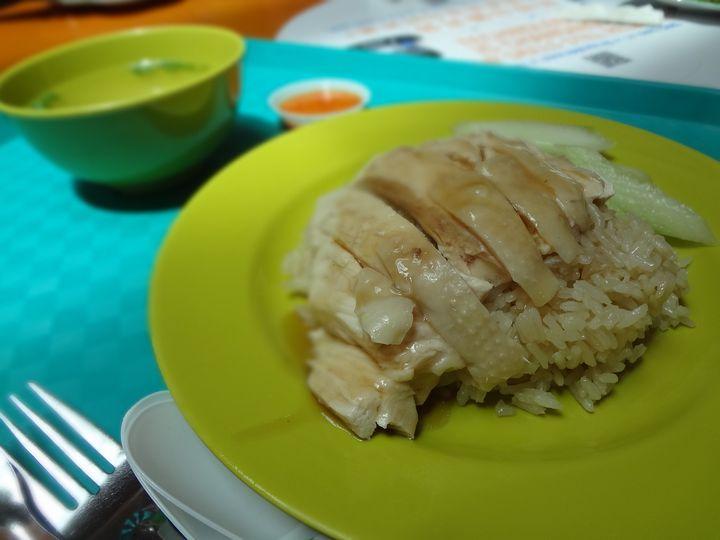 ホーカーズの定番 チキンライスは「天天海南鶏飯」で食べる!