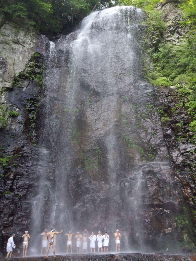 滝を間近で見るならここ!長野県王滝村の清滝・新滝
