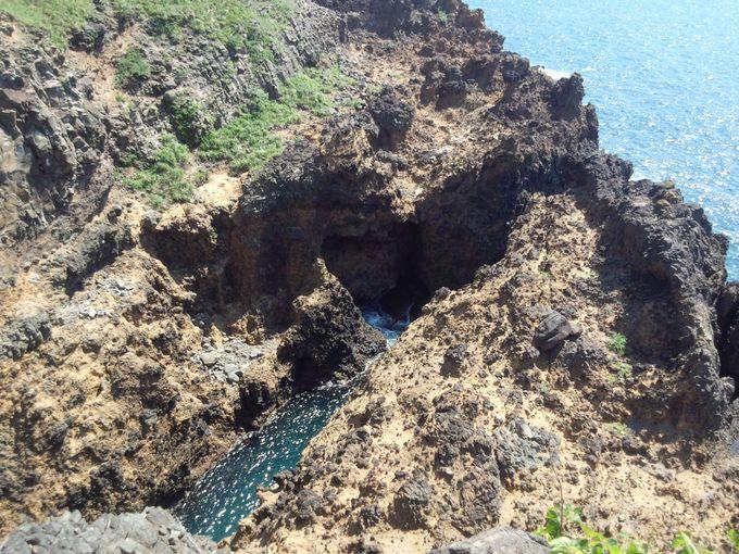 思わず足がすくむ!ヤセの断崖の隣にある「義経の舟隠し」
