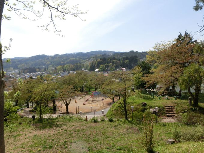 飯山城址からは千曲川から志賀高原が一望