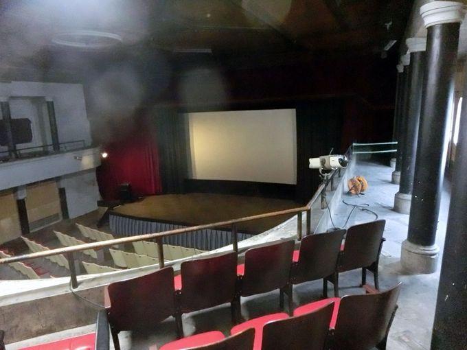 明治の芝居小屋が現役の映画館として生き続ける レトロな高田世界館