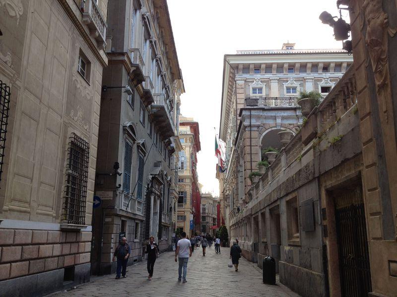 イタリア最大港湾都市ジェノヴァ、貫禄の邸宅群に繁栄が偲ばれる