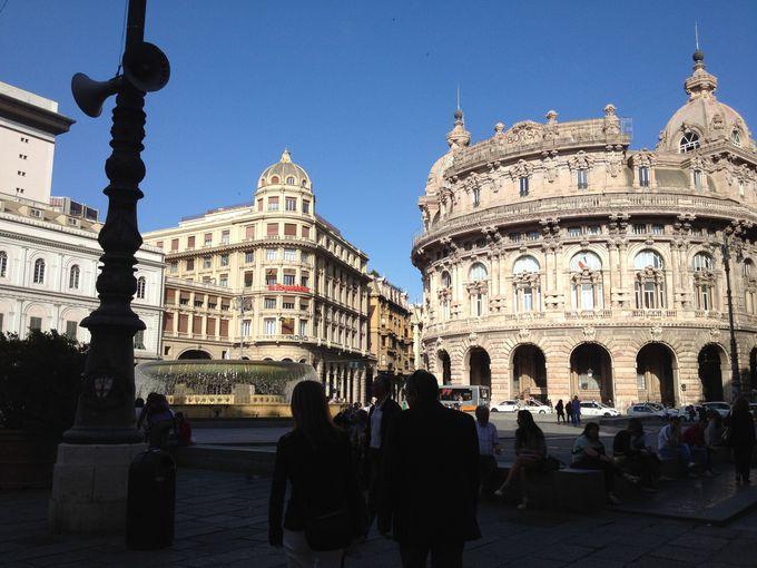 まちの中心地フェッラーリ広場