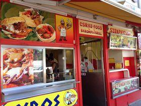 ハンガリー定番のファストフード!チキンサンド&パラチンタが軽食の味方